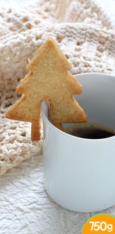Shortbread fir tree to put on a cup - recettes noel Easy Christmas Cookie Recipes, Holiday Treats, Christmas Cookies, Delicious Desserts, Dessert Recipes, Yummy Food, Shortbread, Little Presents, Galletas Cookies