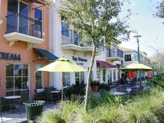 Shopping in PGA Commons Palm Beach Gardens