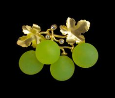 Belle Epoque Grape Brooch by Maison Fonseque et Olive -  gold, glass, diamond.  French, c1889 #fine #jewellery