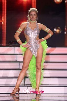 """Valentina Pahde wird von vielen """"Let's Dance""""-Fans gefeiert, andere finden es hingegen langweilig, dass die schöne GZSZ-Darstellerin fast jedes Mal eine perfekte Leistung abliefert - und genau gegen diese Vorwürfe wehrt sie sich jetzt! #letsdance #valentinapahde #gzsz #okmag Let's Dance, Bodysuits, Leotards, People, Let It Be, Style, Fashion, Blondes, Football Soccer"""