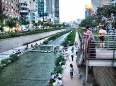 청계천 2009.4.4 청계천(淸溪川)은 대한민국 서울특별시 내부에 있는 하천으로, 한강 수계에 속하며 중랑천...