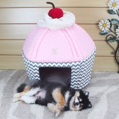 Cama Cupcake Chevron Cinza e Poá Rosa - Woof Pet | Vilarejo Pet - vilarejopet