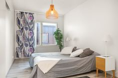 Avara makuuhuone harmaan ja lilan sävyissä. Bed, Furniture, Home Decor, Decoration Home, Stream Bed, Room Decor, Home Furnishings, Beds, Home Interior Design