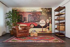 Ein wenig Retro gemixt mit Industry Stil, bunten Kelim Teppichen und alten Möbeln. So entstehen Räume mit Charme.