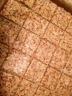 Crackers 1 havermout 1 lijnzaad 1 sesamzaad 1 zonnebloempitten 4 meel (waarvan bijv. 2 boekweitmeel) 1tl zout  1 tl bakpoeder 1 olie  1 water  Scheutje agave  200gr 15 min