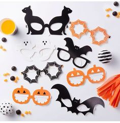 OMG look at all those party glasses lol! Halloween glasses, pumpkins, bats, black cats, Halloween party ideas! #aff