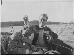 El presidente numero 32 de Estados Unidos, Franklin Roosevelt con su prima, en 1910.