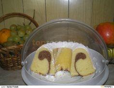 (Celé šlehání děláme ruč. el šlehačem s metlami - NE s háky).  Do mísy dáme cukr, rozklepneme 4 vejce, vanilkový cukr, dáme špetku soli a... Pudding, Sugar, Treats, Dishes, Cake, Sweet, Sweet Like Candy, Pie Cake, Plate
