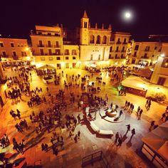 .@Viaggiareinpuglia Official   Lunedì ti racconto una città sorprendente: Bari! Tra mare di giorno e vita no...   Webstagram