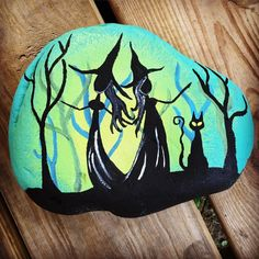 Witches black cat painted rock rock painting ideas painted rocks, r Black Cat Painting, Witch Painting, Halloween Painting, Pebble Painting, Pebble Art, Stone Painting, Rock Painting Ideas Easy, Rock Painting Designs, Halloween Rocks