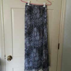 Maggie Barnes casual Skirt Printed skirt with black and grays.  This skirt is a maxi skirt and is lined. Maggie Barnes Skirts Maxi