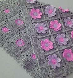 Ideas Crochet Granny Square Dress Pattern Baby Blankets For 2019 Crochet Flower Tutorial, Crochet Flower Patterns, Crochet Stitches Patterns, Baby Knitting Patterns, Crochet Designs, Crochet Daisy, Baby Afghan Crochet, Crochet Motifs, Crochet Cushions