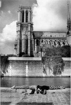 Vacances à Paris 1987 Par Willy Ronis...Inspiration for your Paris vacation from Paris Deluxe Rentals