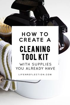 How to create an effortless home DIY cleaning kit with supplies you already have on hand! l cleaning tips l cleaning checklists l cleaning recipes Car Cleaning Hacks, Deep Cleaning Tips, Cleaning Recipes, Natural Cleaning Products, Diy Products, Cleaning Solutions, Clean Kitchen Cabinets, Clean Baking Pans, Professional Cleaning