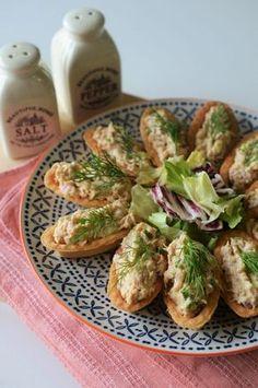aperitive cu ton New Year's Food, Good Food, Yummy Food, Vegetarian Recipes, Cooking Recipes, Avocado Salad Recipes, Romanian Food, Food Festival, Antipasto