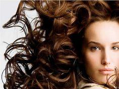 O shampoo sem sal é uma ótima opção para dar vida ao cabelo, além de ressecar menos os fios e não ter restrições para seu uso.