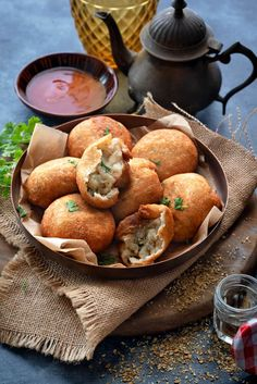 Aloo bread roll recipe step by step photos.An Indian snack recipe - easy stuffed bread rolls.These potato bread rolls has boiled potato,fresh herbs & spices Easy Indian Snacks, Easy Snacks, Indian Food Recipes, Hot Snacks, Indian Desserts, Indian Dishes, Easy Desserts, Appetizer Recipes, Snack Recipes