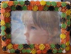lodijoella: Manualidades para niños Games For Kids, Art For Kids, Crafts For Kids, Arts And Crafts, Diy Crafts, Craft Club, Ideas Para, Picture Frames, Marie