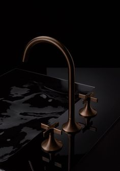 The Vaia Design Series is a progressive design for a new modern-day blend of traditional and minimalist architectures. Dornbracht Vaia faucets define elegance in the bathroom. Urban Interior Design, Interior Styling, Baths Interior, Square Sink, Basin Taps, Minimalist Architecture, Kitchen Taps, Style Retro, Wood Bowls
