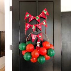 Fun balloon wreath idea! Halloween Costume Shop, Halloween Party Decor, Halloween Costumes For Kids, Balloon Wreath, Mini Balloons, Balloon Delivery, Personalized Party Favors, Halloween Trick Or Treat, Candy Party