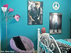 I LOVE THIS ROOM! just not the photos of Justin bieber...... no offense beliebers