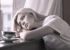 Como tratar a alexitimia. A alexitimia é um transtorno complexo, especialmente para as pessoas que se encontram no meio de quem sofre dele. Trata-se da incapacidade de identificar e expressar as emoções, caracterizando-se por ...