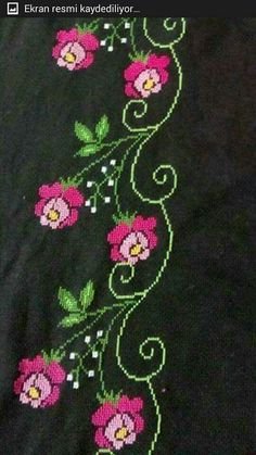 This Pin was discovered by HUZ Cross Stitch Borders, Cross Stitch Designs, Cross Stitch Patterns, Embroidery Stitches, Diy And Crafts, Crochet, Cross Stitch Rose, Cross Stitch Flowers, Cross Stitch Fruit