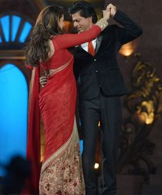 Shah Rukh Khan and Kajol at the Sansui Colors Stardust Awards 2015 in Mumbai. #Bollywood #StardustAwards2015 #Fashion #Style #Beauty #Desi #Saree