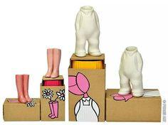 Vaasjes van porselein in gezeefdrukte doosjes. Alles gemaakt door Karen Saaman. www.popjesartshop.nl
