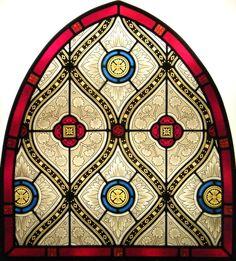 Traditional Gothic arched top stained glass window, glass painting by IKO Studio Tradizionele vetrata artistica a piombo in stile gotico, pittura su vetro a grisaglia