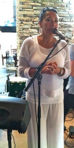 Singer, Christine Day performing at Salt Creek Grill in Valencia, CA Fashion Advice, Fashion Ideas, Hawaiian Clothes, Casual Dressing, All Black, Black And White, White Outfits, Valencia, What To Wear