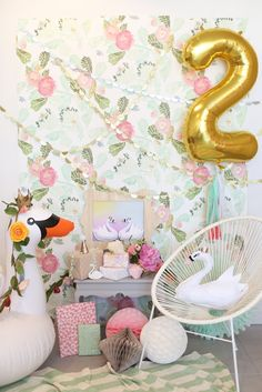 Gorgeous Swan-Themed Party
