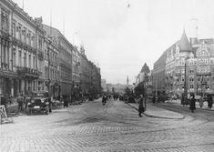 Vuoden 1935 näkymä Erottajalta pohjoiseen, oikealla Wulffin kulma ja Stockmann (Kuva Hgin kaupunginmuseo, Foto Roos)