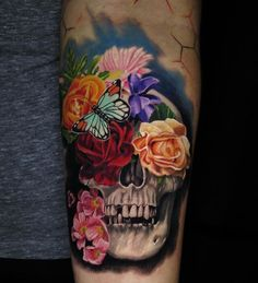 Beautiful flowers on a black and gray scull. Artist: Jamie Schene, Black Anchor Collaborative, Hesperia, CA