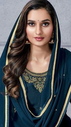 Beautiful Girl Indian, Most Beautiful Indian Actress, Beautiful Hijab, Beautiful Bride, Bollywood Designer Sarees, Sari Dress, Arab Women, Morning Flowers, India Beauty
