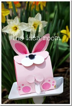 easter bunny gift bag DIY... http://www.theidearoom.net/2011/04/easter-bunny-gift-bag.html