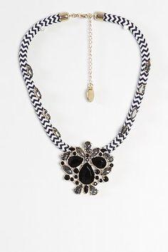 9fa61dcf760a Collar cuerda con apliques en cristal de Alibey-Elarmariodelatele
