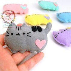 Kawaii Pusheen, Pusheen Cat Plush, Kawaii Cat, Pusheen Birthday, Cat Birthday, Sewing Crafts, Sewing Projects, Felt Keychain, Kitty Party