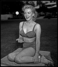 Mai 1950 / Marilyn à Beverly Hills sous l'objectif du photographe Earl LEAF.