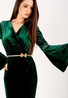 Rochie MOZE din catifea cu putina dantela la maneci,petrecuta la bust si fusta conica. Lungimea produsului la marimea 42 este 96 cm. Cureaua este un accesoriu de prezentare si nu se comercializeaza! Wrap Dress, Dresses, Fashion, Green, Fashion Styles, Wrap Dresses, Dress, Fashion Illustrations, Gown