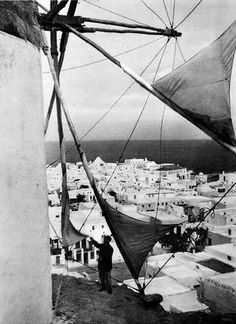 Beautiful Mykonos Old Time Photos, Old Pictures, Beautiful Places In The World, Wonderful Places, Amazing Places, Mykonos Island Greece, Greece History, Windmill, Athens