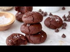 Flourless Brownie Crinkle Cookies are rich and fudgy like a brownie, made grain-free and gluten-free with almond meal. Gluten Free Baking, Gluten Free Desserts, Healthy Desserts, Paleo Sweets, Flourless Brownie, Flourless Chocolate, Brownie Recipes, Cookie Recipes, Dessert Recipes