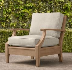 RH's Santa Monica Classic Lounge Chair:Our refined Santa Monica teak collection is classically styled with gracefully tapered legs and curved arms. Our classic size collections are perfectly proportioned for smaller spaces. Wooden Sofa Designs, Wooden Sofa Set, Sofa Set Designs, Wood Sofa, Sofa Furniture, Furniture Design, Outdoor Furniture, Modern Furniture, Furniture Plans