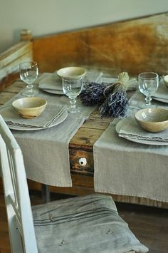 Inspired dining: a rustic, French table setting French Table Setting, Rustic French Country, French Farmhouse, Purple Home, Farmhouse Table, Rustic Table, Rustic Chic, Shabby Chic, Elegant Table