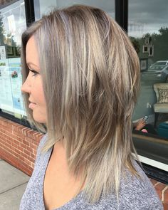 50 Latest Shag Haircut Variations Trendy in 2020 - Hair Adviser - Blonde Layered Hairstyle with Gray Highlights - Edgy Medium Haircuts, Medium Shag Hairstyles, Medium Shag Haircuts, Haircuts Straight Hair, Medium Hair Cuts, Latest Haircuts, Office Hairstyles, Anime Hairstyles, Stylish Hairstyles