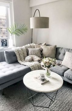 You will not find any difficulties when you try to decor your living. Except, you have small living room space. Both big living room or small living room needs fit design. The design will give you com Living Pequeños, Living Room White, Cozy Living Rooms, New Living Room, Apartment Living, Living Room Decor, Small Living, Modern Living, Apartment Therapy
