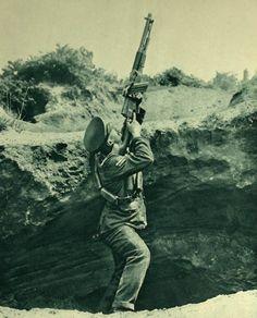British cavalry trooper firing a Hotchkiss M1909 (this is the Hotchkiss Mark I…