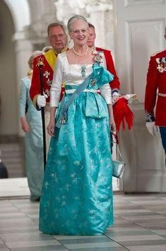 GALLERI: Dronningens smukke gallakjoler | Billed Bladet