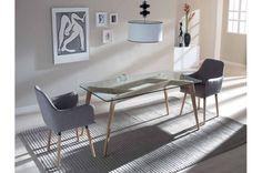 Puro diseño actual: #MesaDeComedor en madera de fresno, con tapa en cristal templado tranparente. 2 sillones tapizados en color gris. | #Comedores #Merkamueble