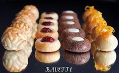 Assorted Panellets from Bavette Mexican Food Recipes, Cookie Recipes, Ethnic Recipes, Biscuits, Brunch, Edible Gifts, Chocolate Truffles, Deli, Cake Pops